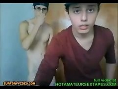 TWINKS FUCK ON WEBCAM