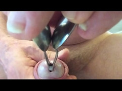 Cumshot after dilatation peehole with 2 spoon