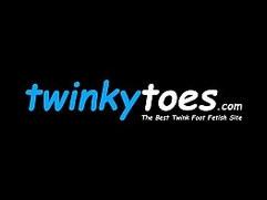 Feet loving twink sucks toes before masturbating